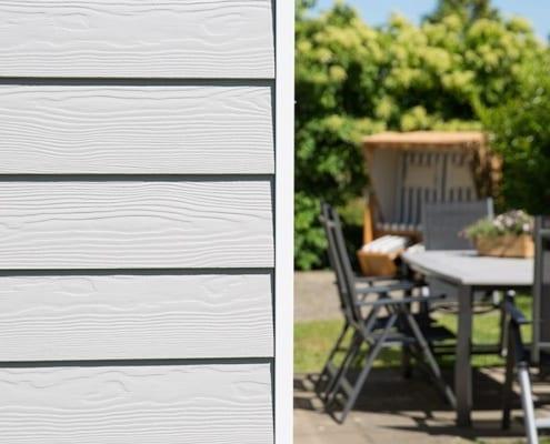 monkeberg de cedral lap wood c05 4 495x400 - Deski elewacyjne z włóknocementu - dlaczego warto je stosować na elewację?
